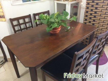 DINING TABLE WITH 4 CUSHIONED CHAIRS FOR SALE Salmiya Kuwait